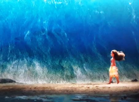 פתאום אני רואה אותה חוצה את הים