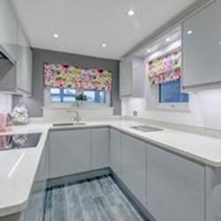 Light grey J profile kitchen