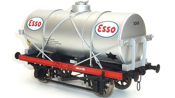 R32-3DX 14-Ton Oil Tanker, Esso, 1 car
