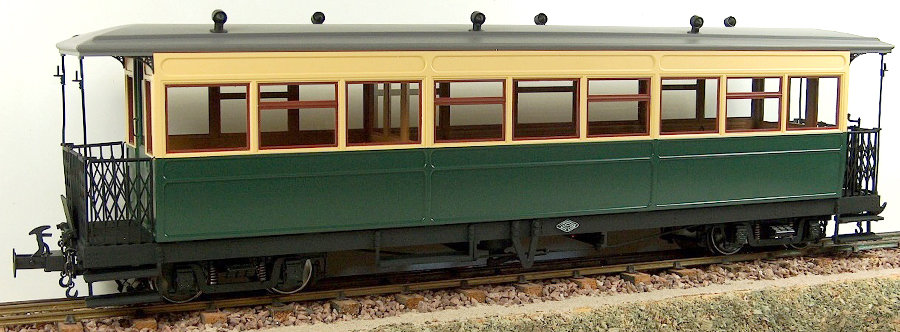 R19-13G W&L Saloon Coach - Green & Cream, 1 car