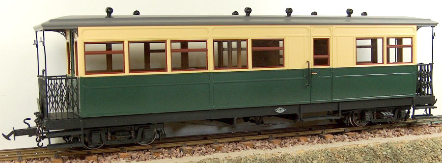 R19-14G W&L Composite Brake Coach - Green Cream, 1 car