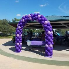 purple and lavendar balloon arch