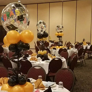 balloon table centerpieces for graduatio