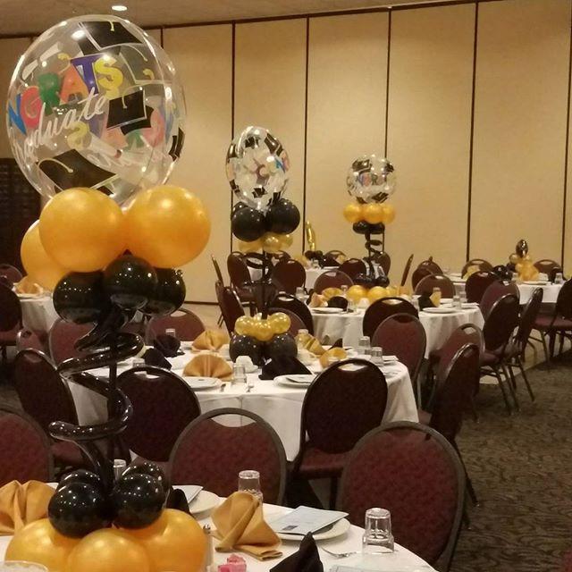 balloon table centerpieces for graduatio