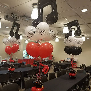 table balloon centerpieces.jpg