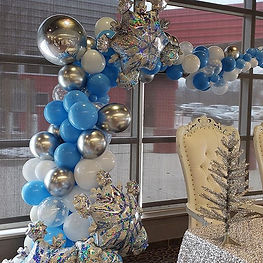 winter themed balloon structure.jpg