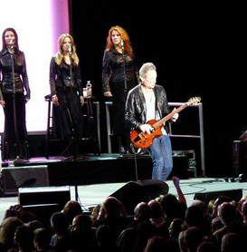 Jana Anderson singing background vocals on tour with Fleetwood Mac with Lindsey Buckingham