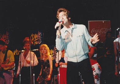 Jana Anderson singing background vocals with Huey Lewis.