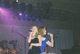 Jana Anderson singing and dancing on tour with Sheena Easton