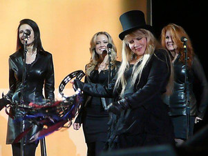 Jana Anderson singing background vocals on tour with Stevie Nicks