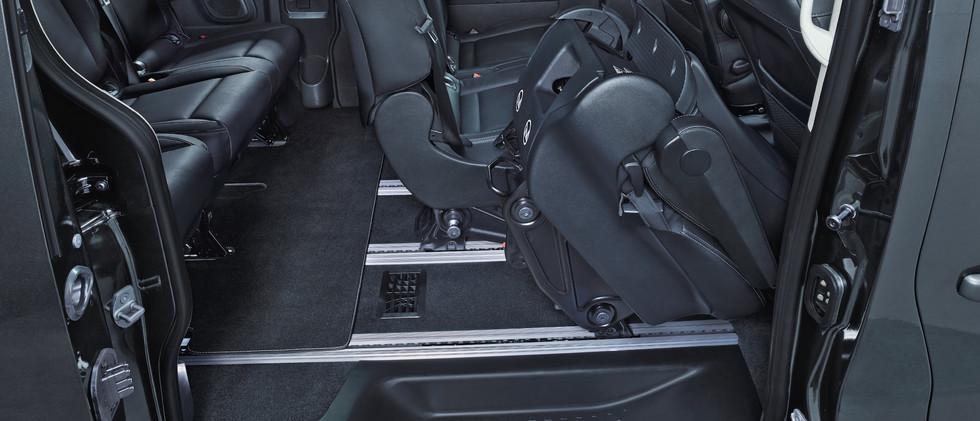 Opel_Vivaro_Tourer_Easy_Entry_2_21x9_Vip