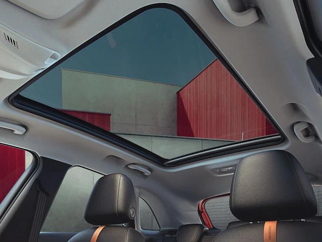 opel_crossland_interior_panoramic-roof_4