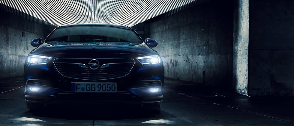 Opel_Insignia_Intellilux_21x9_ins18_e01_