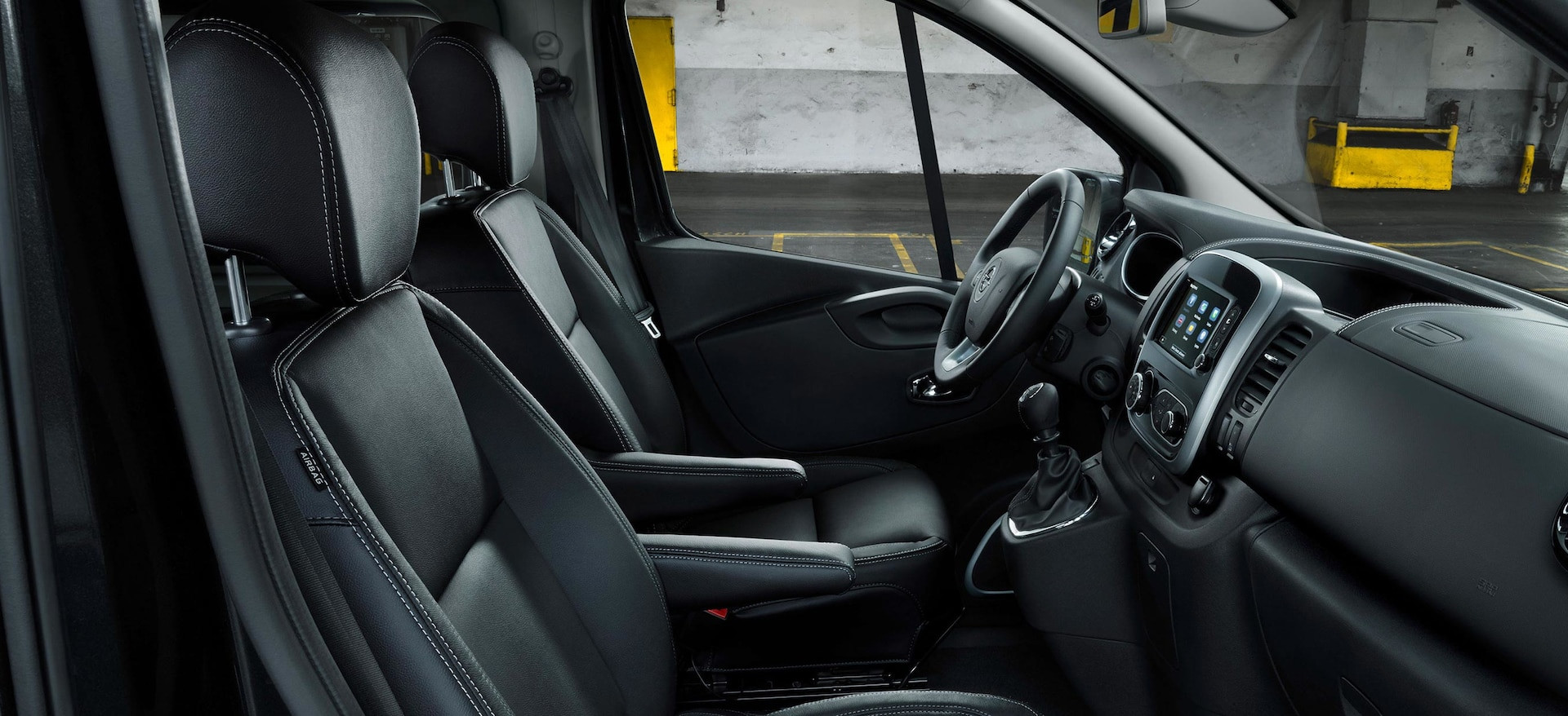 Opel_Vivaro_Tourer_Drivers_Cabin_21x9_vi