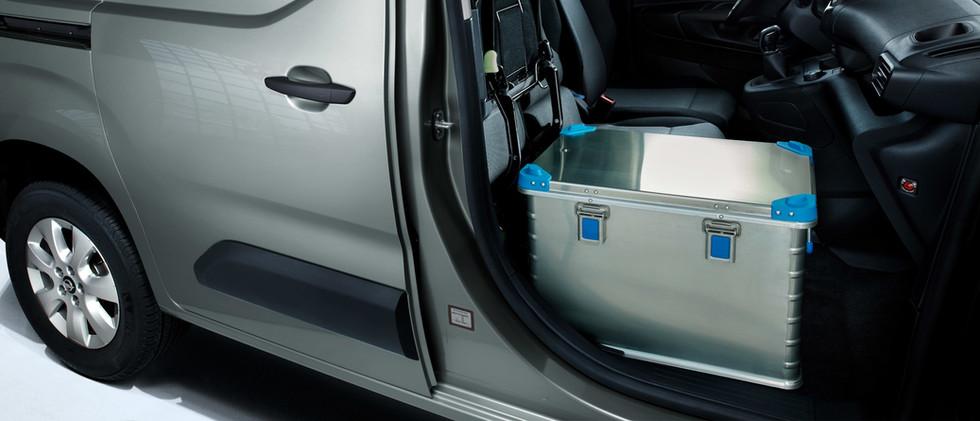 opel_combo_cargo_foldable_passenger_seat
