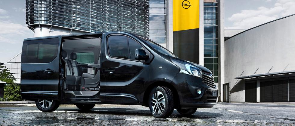 Opel_Vivaro_Tourer_Exterior_Door_Open_21
