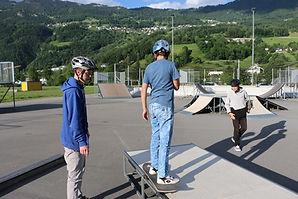 Kinder am Skateoardkurs in Triesen von Freecrowd