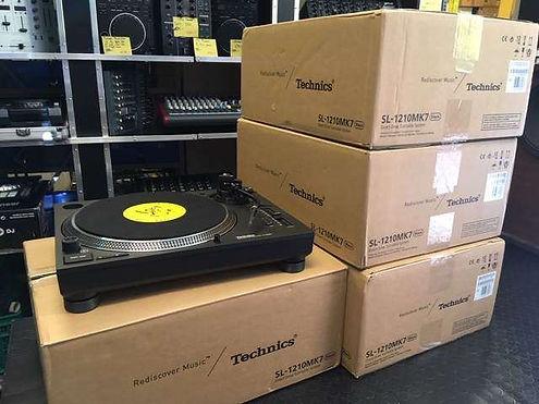 Platines-Platine-vinyl-TECHNICS-SL-1210m