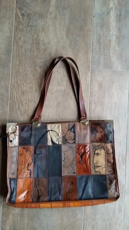 019-MamiLYK-Melting Pot-Vintage-Morceaux de cuir choisis-39x28cm