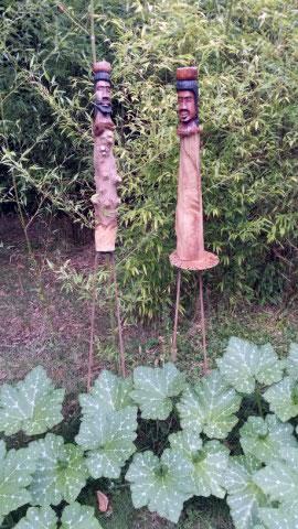 Couple-africain-en-totem-au-fond-du-jardin