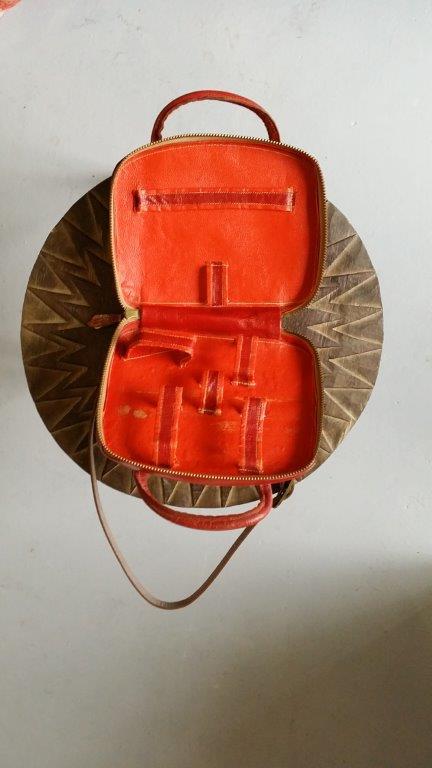 007-Vintage-Ouvert-Ma petite trousse en cuir Rouge et Noire-20x16cm