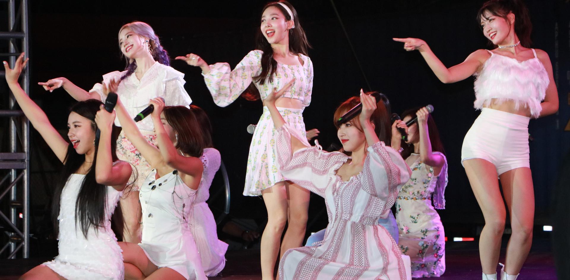 K-Pop Twice (5).jpg