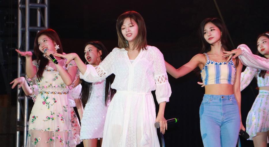 K-Pop Twice (2).jpg