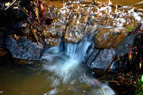small_waterfall_201679.jpg