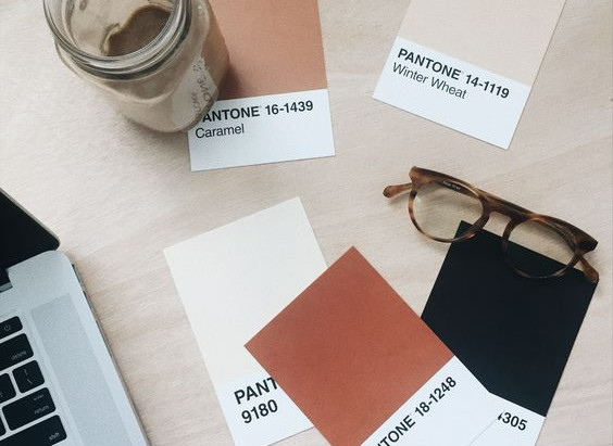 Réussir son identité visuelle avec la couleur Pantone de l'année !