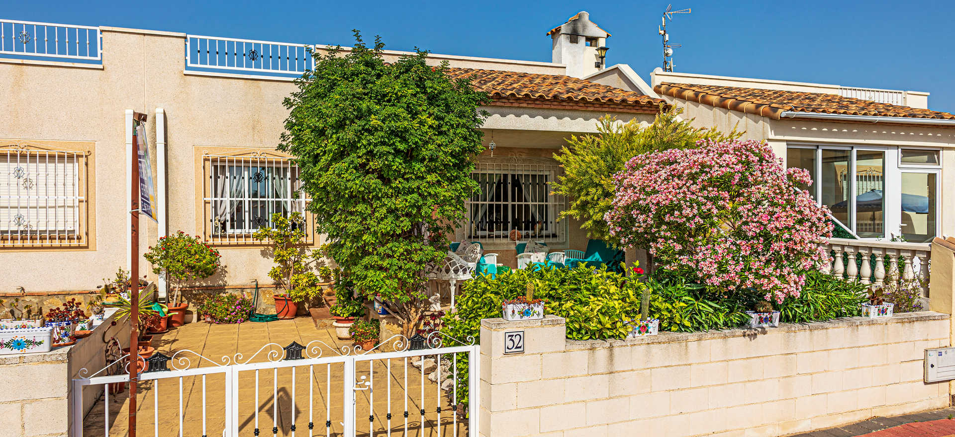 Propery For Sale In Lo Crispin
