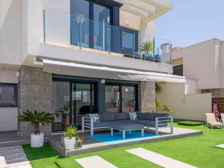 Beautifully Presented Villa For Sale