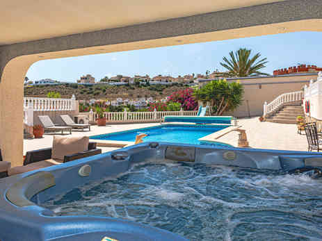 Hot Tub + Front Tiled Garden Overlooking Golf Course