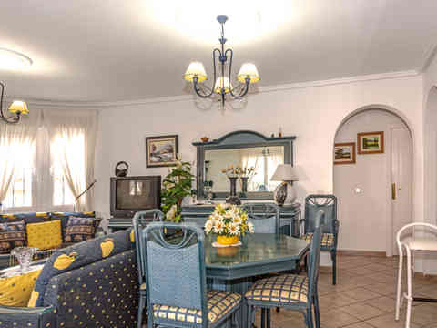 Villa For Sale In C.Quesada With Comunal Swimming Pool