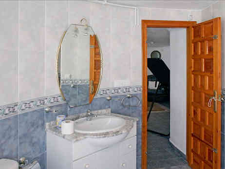 Guest Apartment, Bathroom