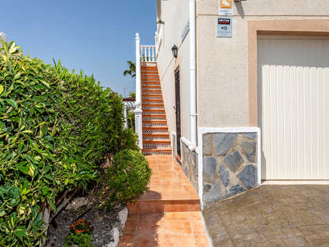 Villa With Private Swimming Pool For Sale In Quesada