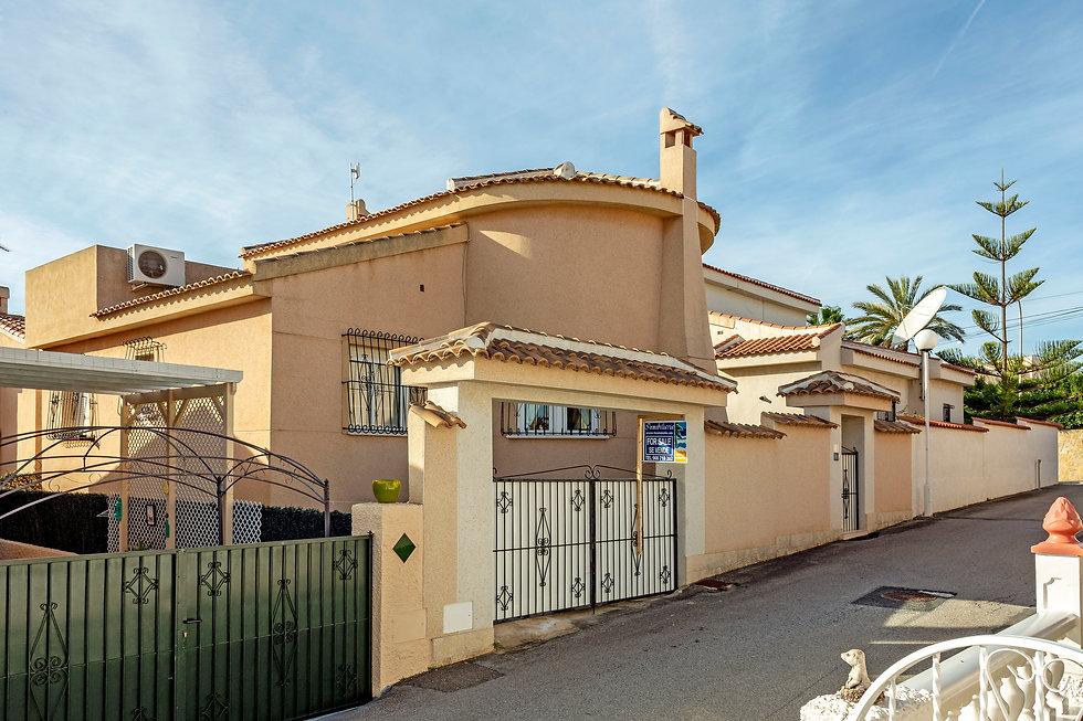 Villa For Sale In Ciudad Quesada - QRS 8136  Inmobiliaria Estate Agents