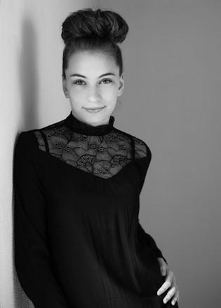 Ung kvinde fotografering studio
