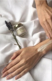 @hannah_cottam trying out our lavender dream body butter #handcare