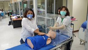 กล่องกันฟุ้งกระจาย พัฒนาโดยคนไทย เพื่อป้องกันไวรัส Covit19