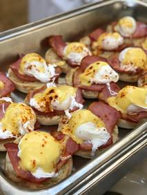 breakfast catering, eggs benedict