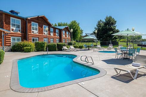 River Lodge + Cabins swimming pool area