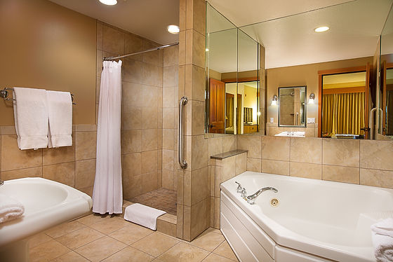 Bathroom ensuite in Heathman Lodge room