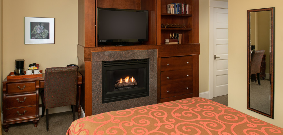Executive Deluxe Queen with Fireplace
