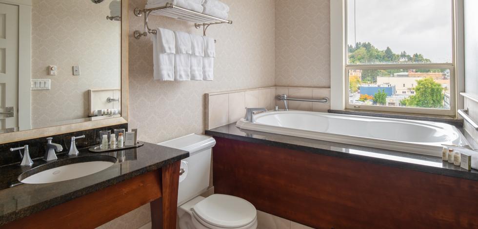 Junior Club Suite Bath