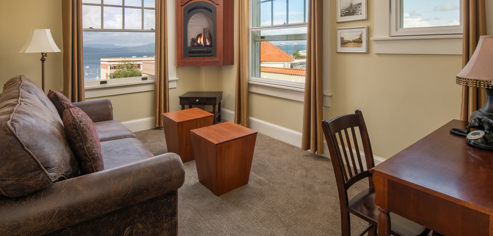 Executive Guest Suite with Fireplace