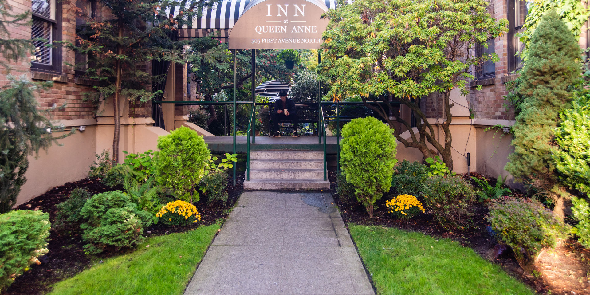 exterior of inn at queen anne