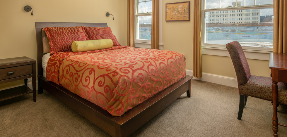 Executive Deluxe Queen Bed