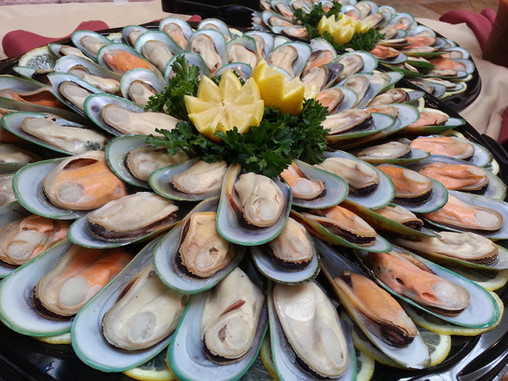 muscles in shell catering display