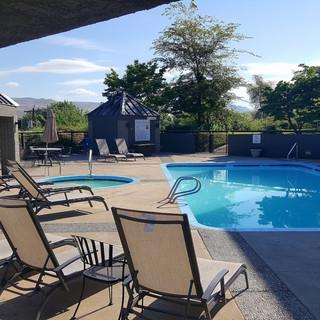 Outdoor Pool and hot tub at Hells Canyon Grand Hotel