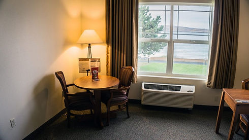 Sitting area in queen guestroom